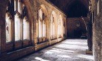 Walk in the Hogwarts corridors