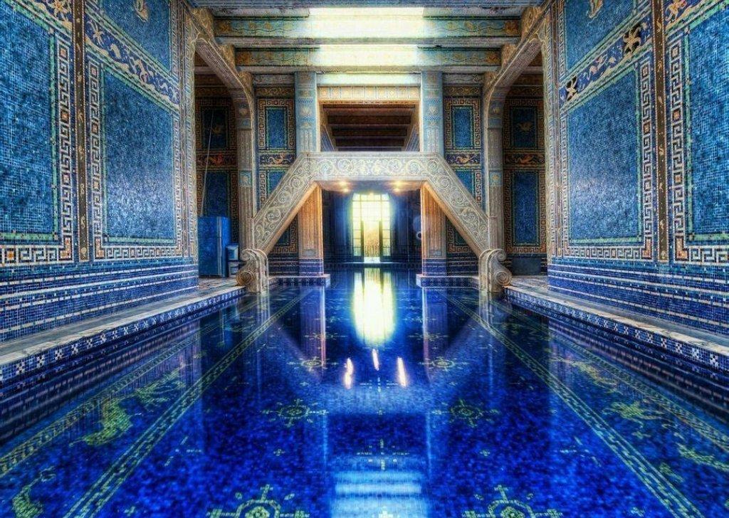 An quiet echoing indoor pool audio atmosphere for Prix d une piscine interieure